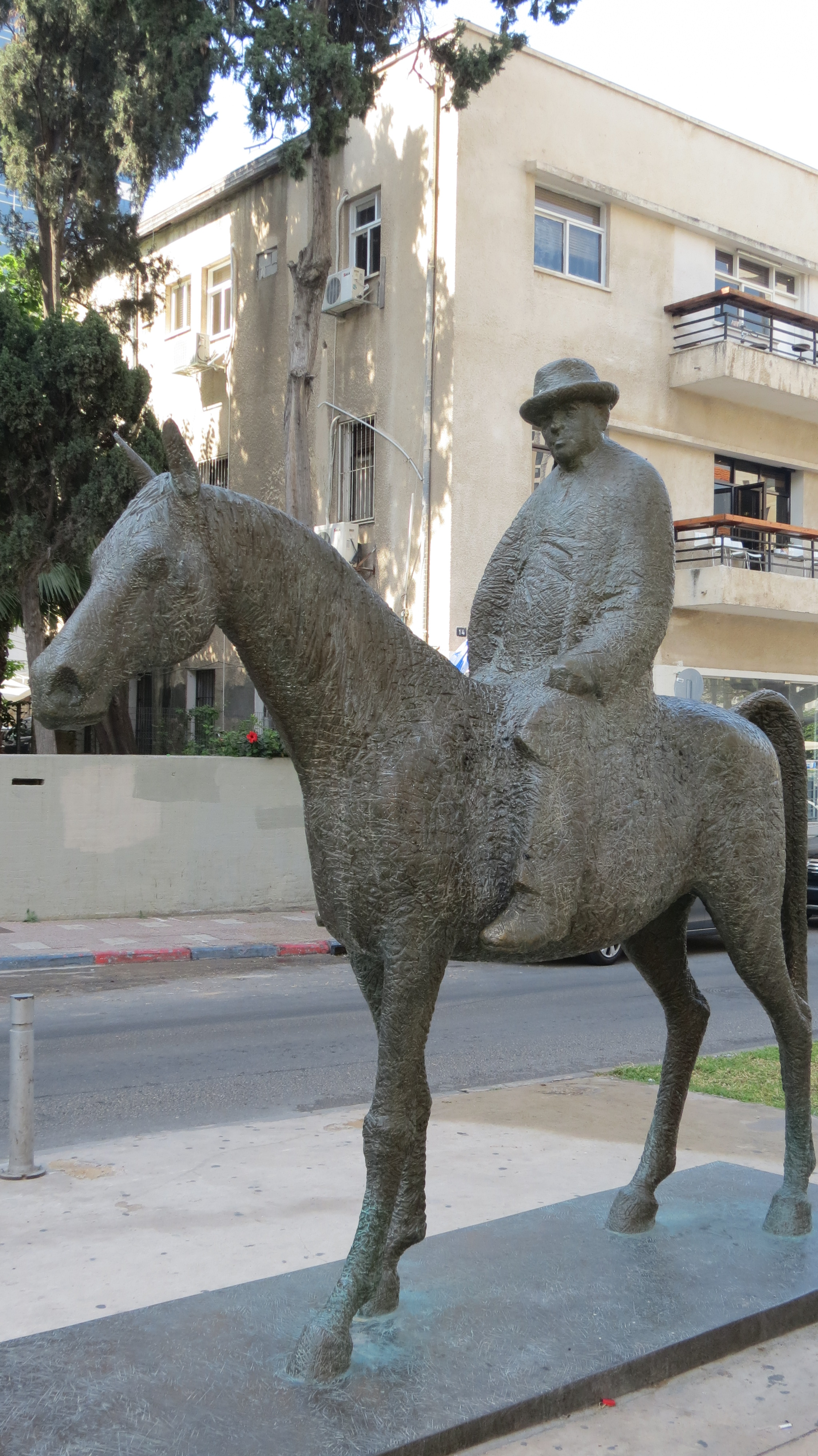 Rothschild Boulevard - Meir Dizengoff Statue