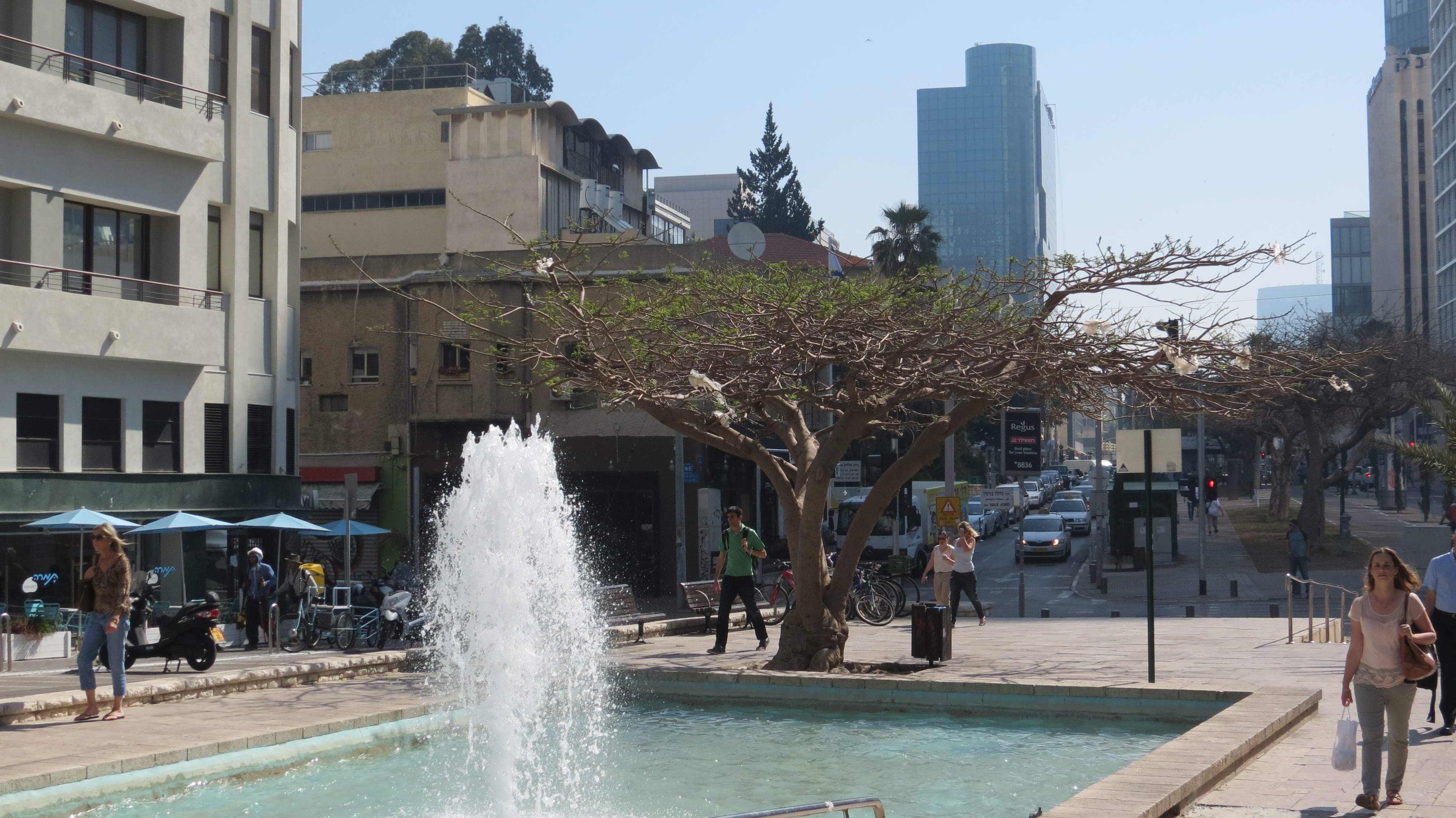 Rothschild Boulevard - Tel Aviv Founders' Monument and Fountain