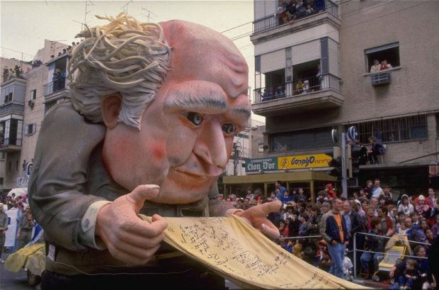 David Ben-Gurion float at the Adloyada parade, 1998 Photo: לשכת העיתונות הממשלתית - Purim