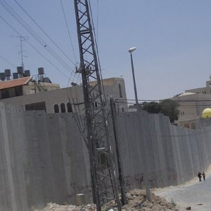 The barrier between Abu Dis and East Jerusalem, June 2004 Photo: Zero