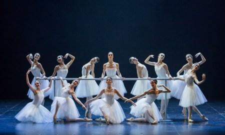 """Сцена из балета """"Красная Жизель"""". Фото: Евгений Матвеев"""