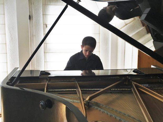 Пианист Амир Рон