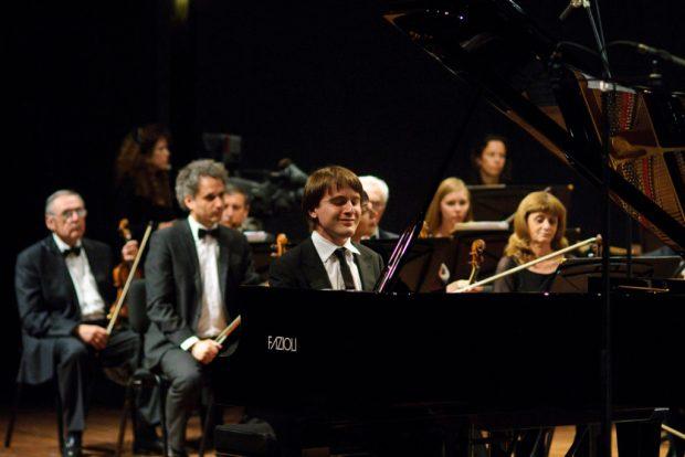 Пианист Даниил Трифонов. Выступление на концерте на 14-м конкурсе Артура Рубинштейна - фото © Максим Рейдер