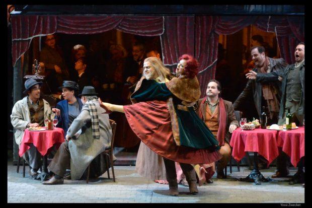 """Сцена из оперы """"Богема"""". Фото: Йосси Цвекер"""