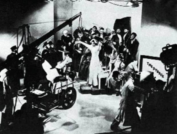 На сьемках изгнания диббука. Лондон, BBC (1937)