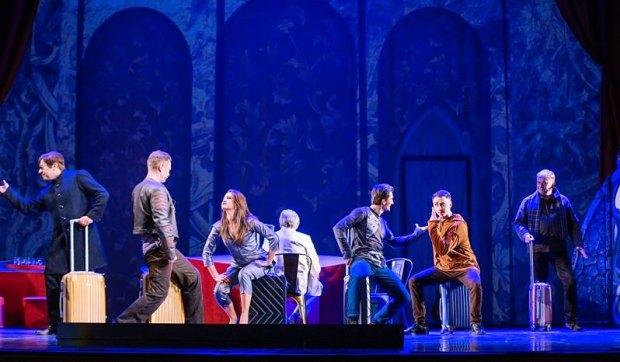 """Сцена из спектакля """"Спасти рядового Гамлета"""" фото © Александр Саенко"""