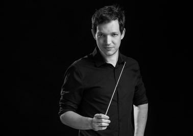 Дирижер  Йонатан Кнаан. Фото - © Илья Мельников