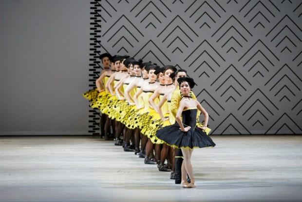 Grand pas classique. На первом плане: Мики Нисигути - Пахита. Фото- ©  Ольга Керелюк. Урал Опера Балет