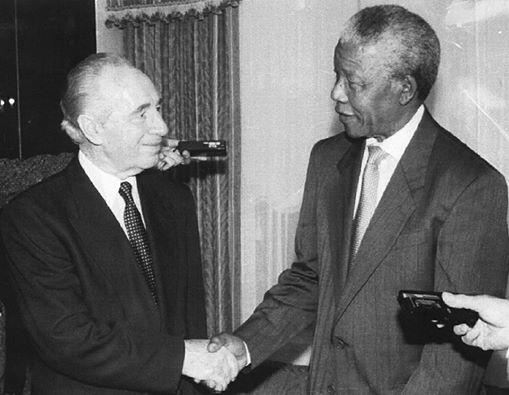 Dos grandes de la paz: Peres y Mandela.