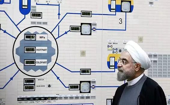 Le président iranien Hassan Rohani lors d'une visite au réacteur de Bushehr, janvier 2015. Il était l'un des dirigeants de l'accord précédent // Photo: AP