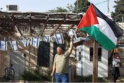 Man olas OLP bandera en Jerusalén