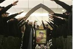 Islamista Hezbollah partidarios saludan en el funeral del líder asesinado Imad Mughniye