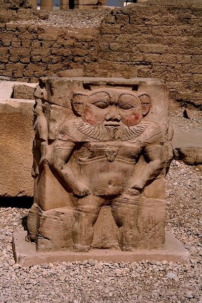 Изображение Беса из Храма Хатхор (ок. 2613 — ок. 2494 гг. до н. э. Египет) | Steve F-E-Cameron (Merlin-UK), Википедия