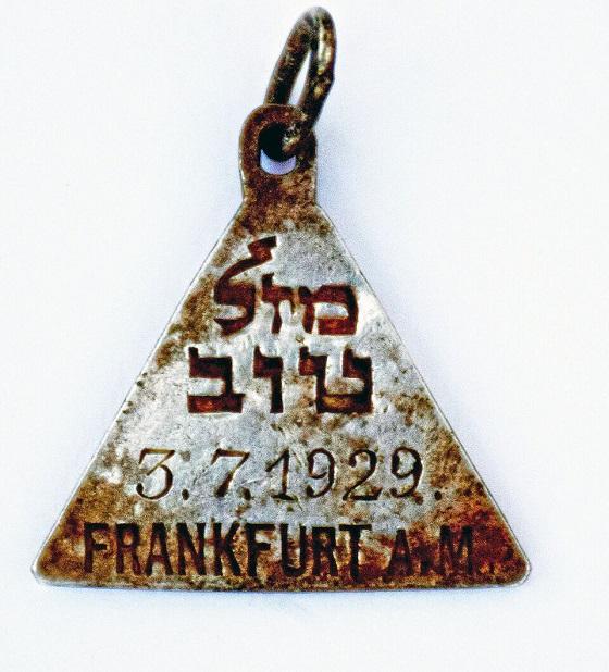 Кулон с пожеланием «Удачи», датой рождения и надписью «Франкфурт-на-Майне»