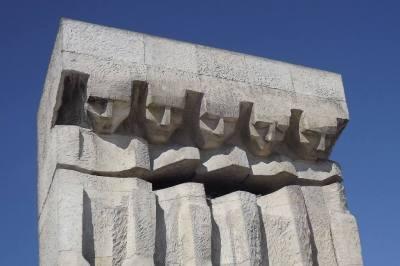Памятник погибшим евреям в Плашове