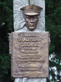 Памятник отважному генералу
