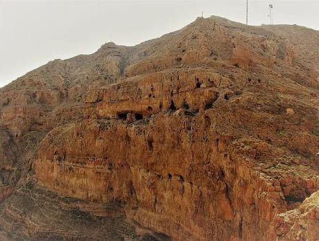 Древние пещеры монастыря Каранталь