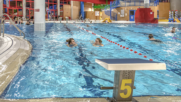 ensemble de loisirs sportifs piscine bowling mairie d issoudun