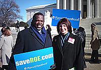 Gloria Feldt and Albert Wynn at a 2003 rally for Roe v. Wade