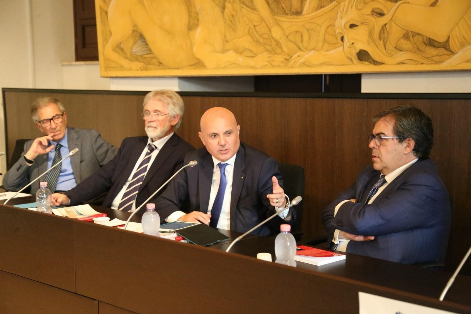 """Presentato a Catania il libro-intervista """"Parliamo della Sicilia con Pietro Agen"""""""