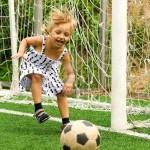 Fetita cu mingea