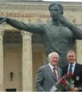 Statuia lui Bahramov si Geoff Hurst
