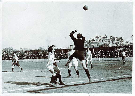 Istoria fotbalului românesc (III): Bătăi pe teren, desfiinţări de echipă, fuziuni