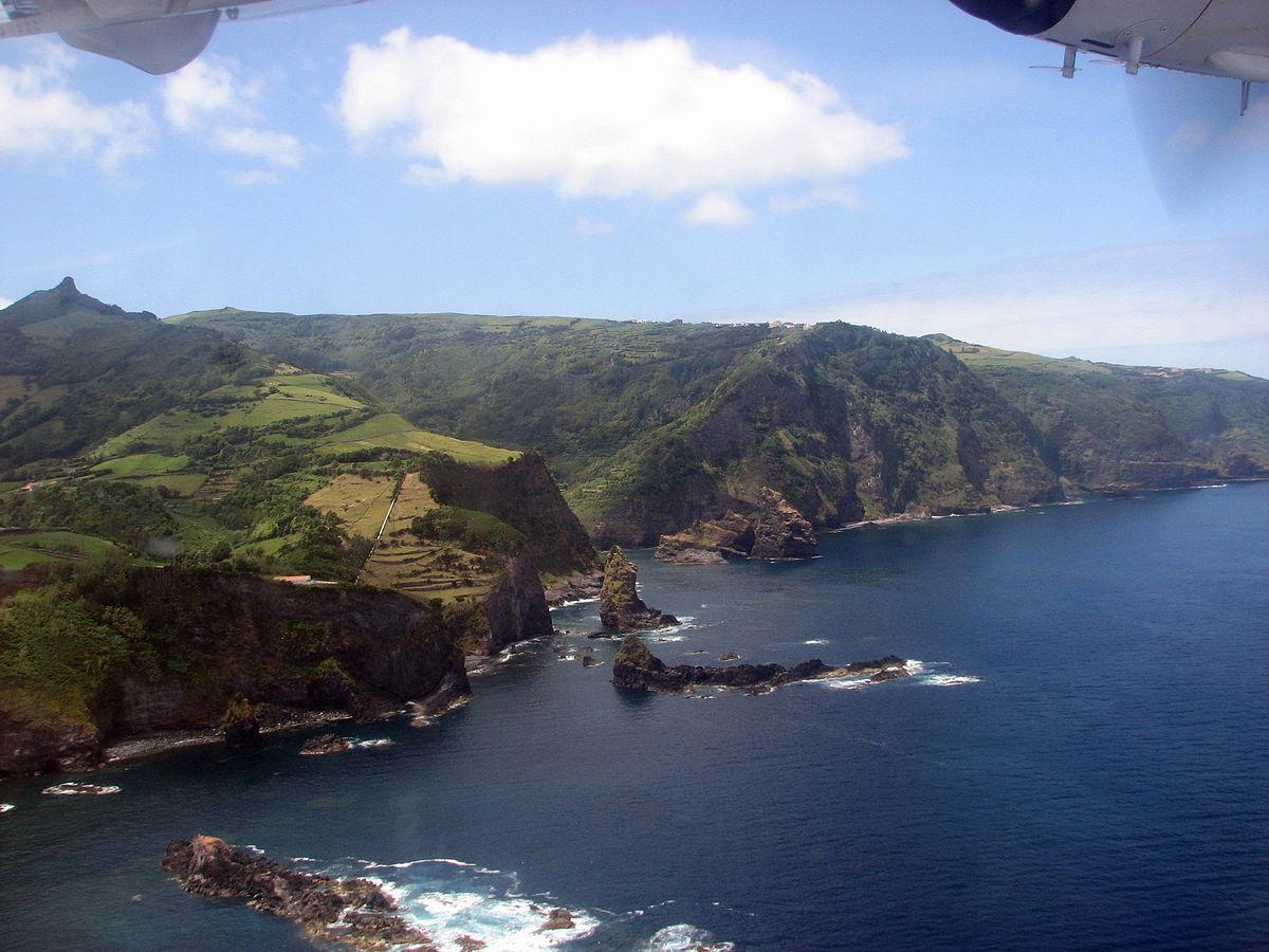 Două piramide mari descoperite în largul arhipelagului insulelor Azore