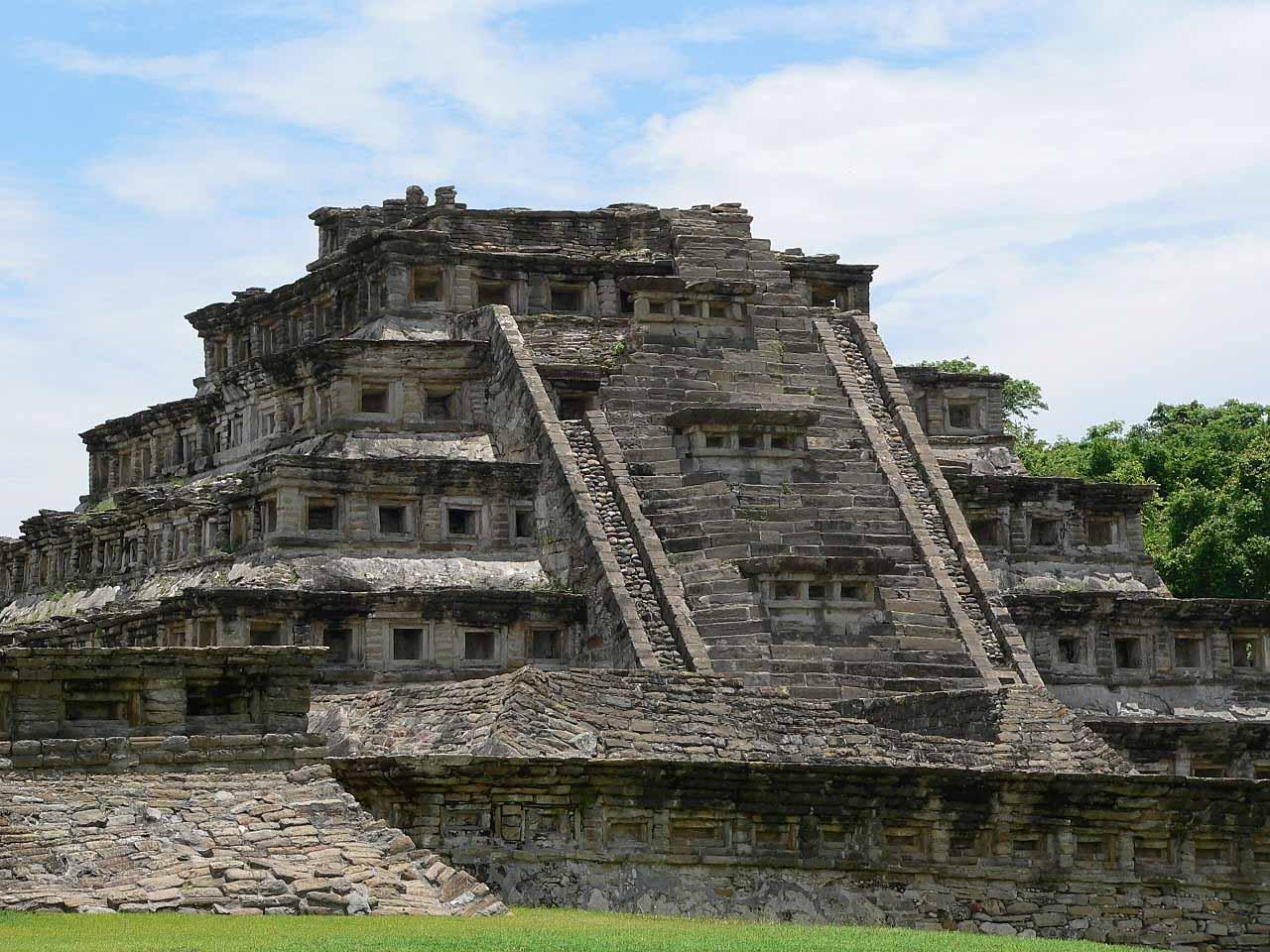 Piramida nișelor de la El Tajín, Veracruz, Mexic