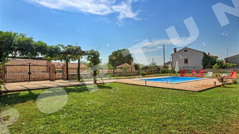 Casa in pietra con piscina vicino a San Lorenzo