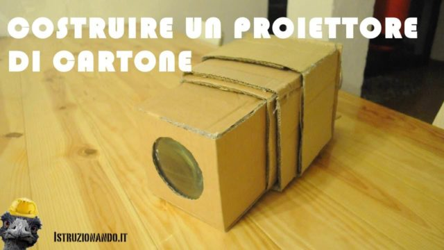 Proiettore portatile di cartone