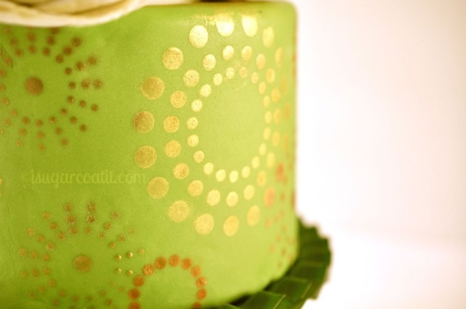 Gold Starbursts Blogiversay Cake and Giveaway