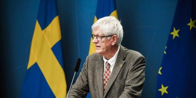 İsveç Halk Sağlığı Kurumu Genel Müdürü Johan Carlson, genel tavsiyelere uymamızla birlikte lise için uzaktan eğitimin enfeksiyonun yayılmasını azaltması gerektiğini belirtti. Noel tatillerinde gerçekleşmesinin etkisinin artırılması amaçlandığını söyledi. Amaç, toplumdaki tıkanıklığı azaltmaktır.