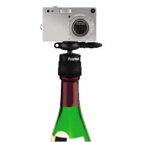 Flasche leer, Kamera drauf – fertig ist das Flaschenstativ von Hama