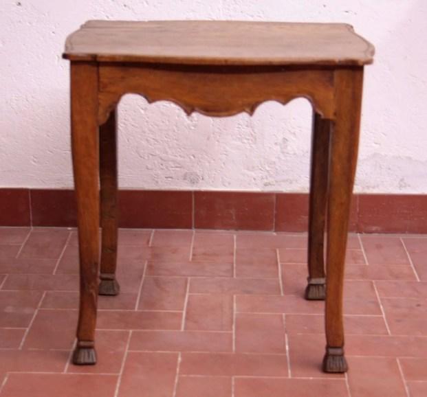 Restauro tavolino Chippendal tedesco
