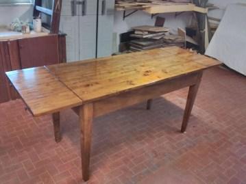 7. Immagini del restyling di un tavolo allungabile in abete massello.jpg