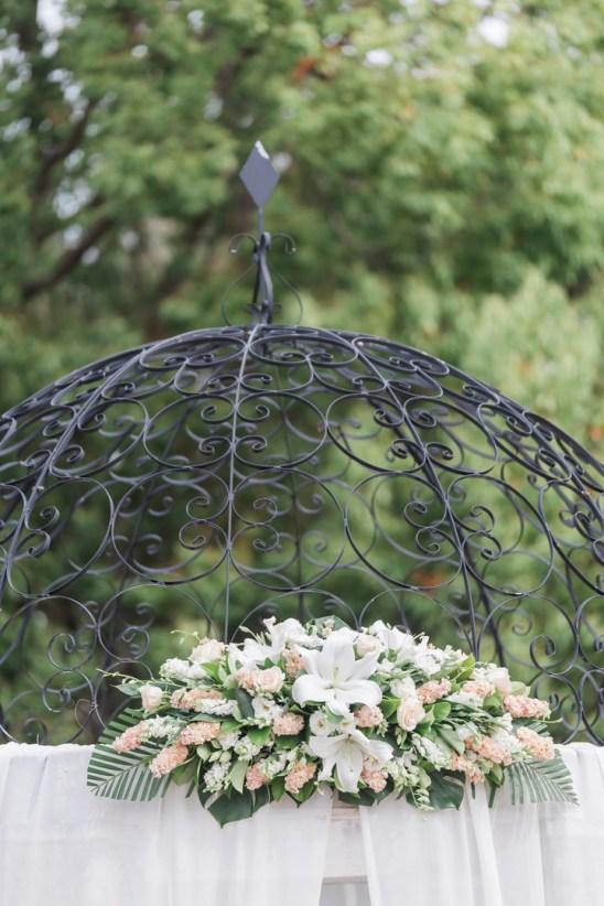 simple-elegant-outdoor-wedding-under-the-Chateau-garden (39)