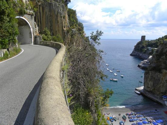 https://i0.wp.com/www.italia2tv.it/wp-content/uploads/2016/07/ss-163-costiera.jpg?w=736