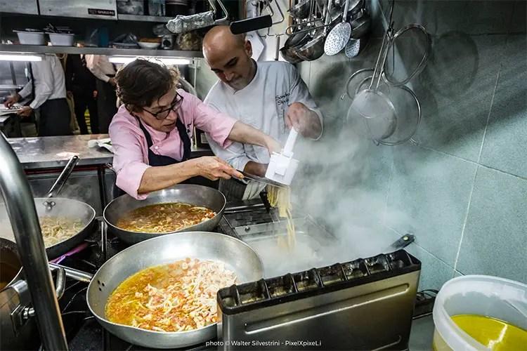 Le Marche sbarcano in Sicilia Elide Pastrani cucina con Maurizio Urso