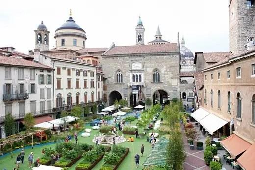 Giardino in Piazza a Bergamo Alta con I Maestri del Paesaggio  Italia a Tavola