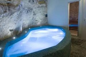 Superbo Grana Barocco art hotel  spa Centro benessere scavato nella roccia  Italia a Tavola