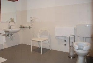 WC con alzatina -Toilet seat for disabled