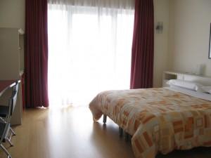 camera room 300x225 - Italiaccessibile - Hotel Lago Losetta- Setriere (To)