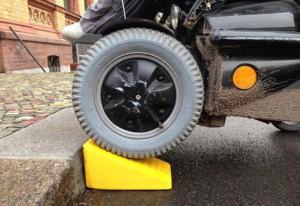 la rampa per sedie a rotelle di Raul Krauthausen italiaccessibile - LA STAMPA 3D E UN NUOVO MODO DI VEDERE LA DISABILITÀ E AFFRONTARLA PROGETTANDO SU MISURA