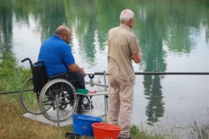 """pesca disabili belluno 300x200 - Belluno:  il progetto """"Pesca e disabilità"""" ideato dall'Associazione Assi"""