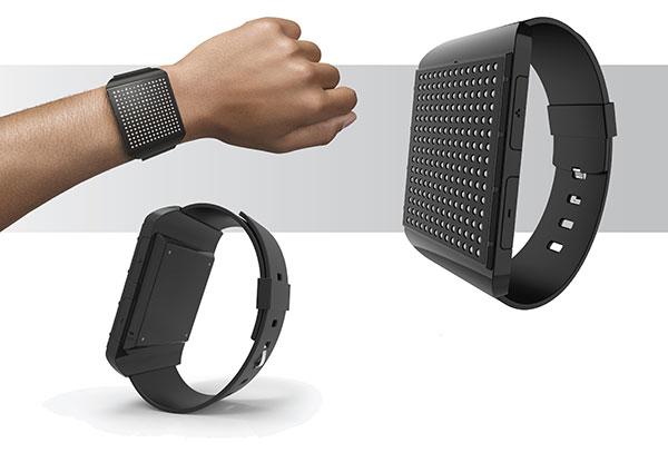 Il primo smartwatch in braille per i non vedenti