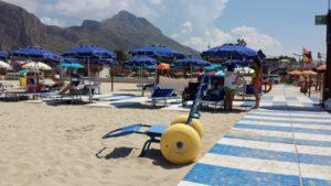 spiaggie accessibili carrara 300x169 - Carrara: firmato un protocollo d'intesa firmato tra consulta handicap e balneari per un turismo accessibile