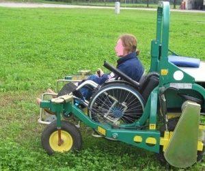 carrozzina lavorare campagna 300x250 - Libera, una la carrozzina elettrica per lavorare nei campi agricoli