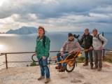 joelette sul sentiero - La Gardenia di AISM torna nelle piazze il 5, 6 e 8 marzo per la Festa della donna