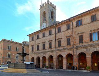 Osimo - piazza del comune